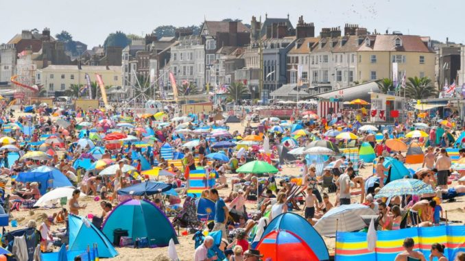UK economy grows 0.4% as warm weather and World Cup push up retail sales