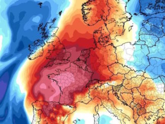 UK weather: Britain hotter than 1976 as Spanish winds blow furnace heat